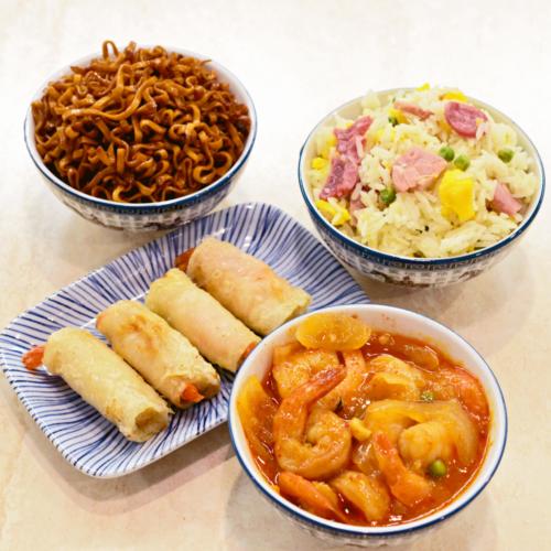 menu crevettes avec nem riz cantonais nouilles pad thai et crevette sauce piquante